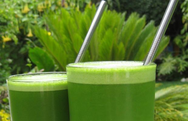dos vasos de jugo verde 620400