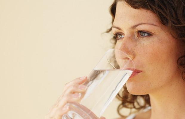 women-drinking water 620+400
