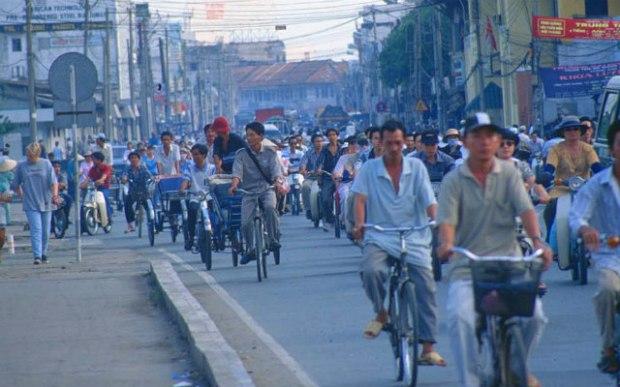 saigon-rush-hour-with-bicycles 640+400