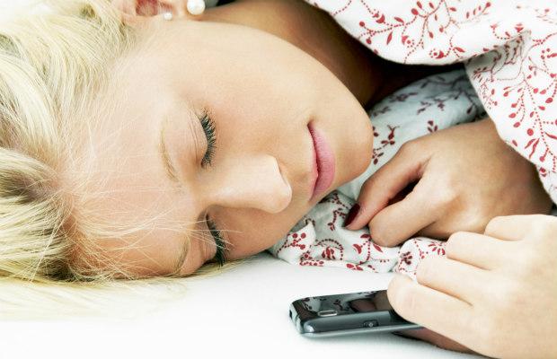phone-and-sleep-620400